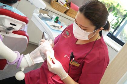 女性歯科技工士